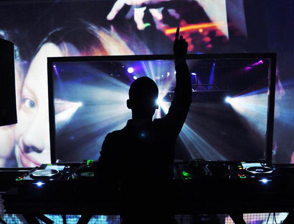 hendry_music_gallery_live_dj